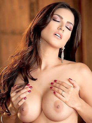 Sunny Leone...